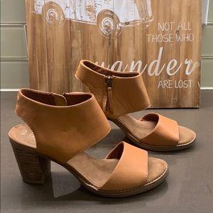 Toms Majorca Cutout Tan Leather Sandal | Size 7.5